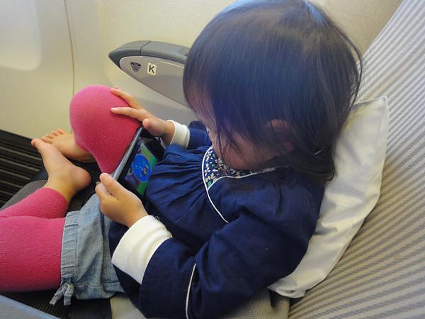 手上的iphone是媽咪我的超級法寶