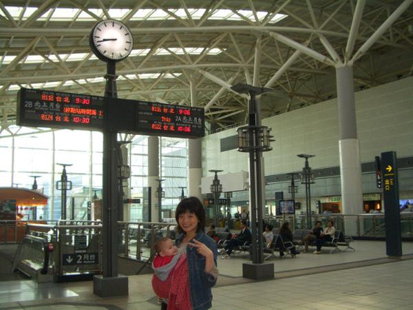 高鐵高雄站很美,有國外車站的fun