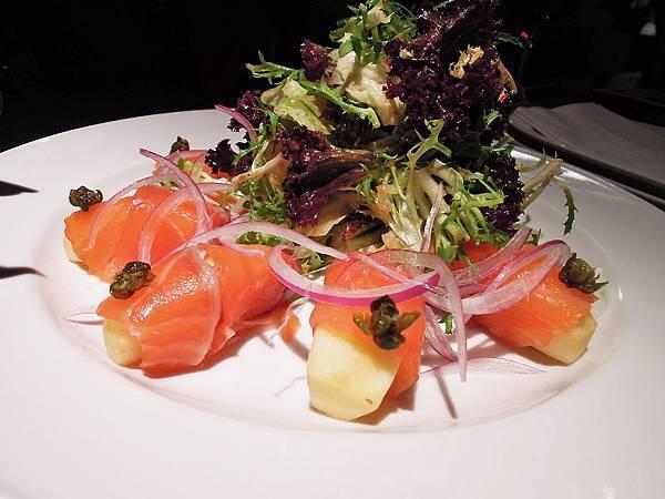 鬍子餐酒Baffi-燻鮭魚配蘋果優格沙拉