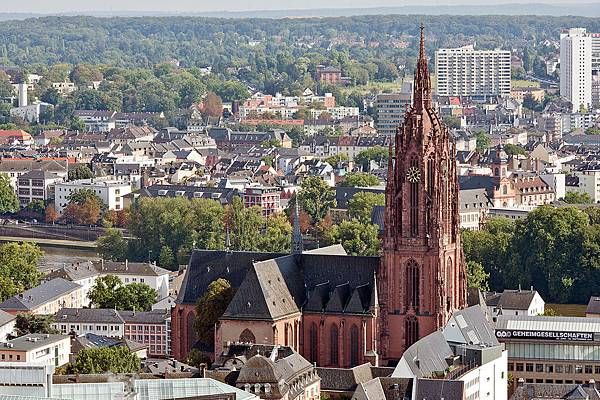 1280px-Frankfurt_Am_Main-St_Bartholomaeus-Ansicht_vom_Nextower-20110812