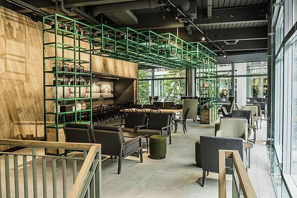 Starbucks-store-at-Sony-Center-Potsdammer-Platz-Berlin-03.jpg