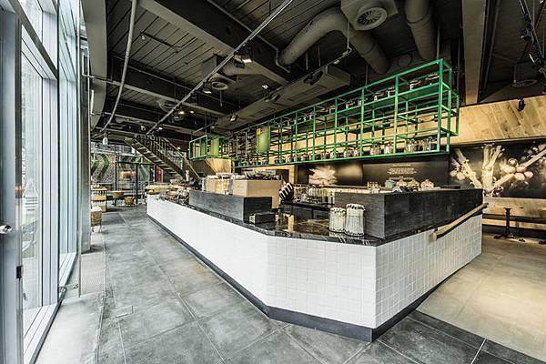 Starbucks-store-at-Sony-Center-Potsdammer-Platz-Berlin-01.jpg