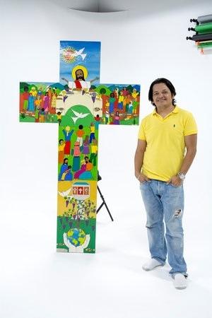 畫家及其所繪的十字架