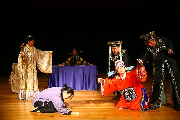 第二幕:包公審陳世美