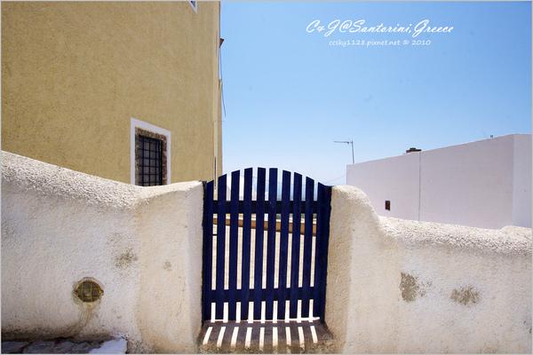 2010-Greece-Santorini-Megalochori 藍頂教堂-044.jpg