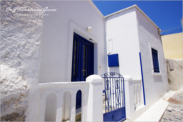 2010-Greece-Santorini-Megalochori 藍頂教堂-016.jpg