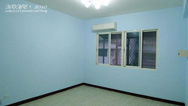 Living room-empty-02.jpg