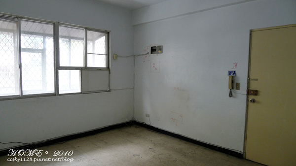 Living room-before-01.jpg