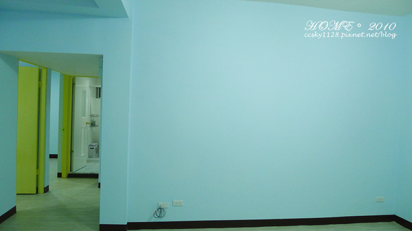 Living room-empty-03.jpg