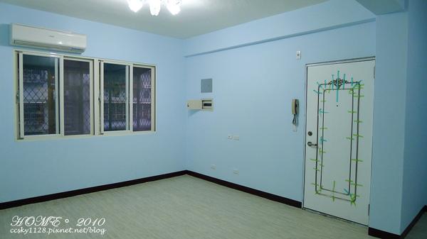 Living room-empty-01.jpg