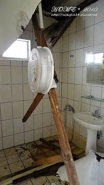 Bathroom-before-01.jpg
