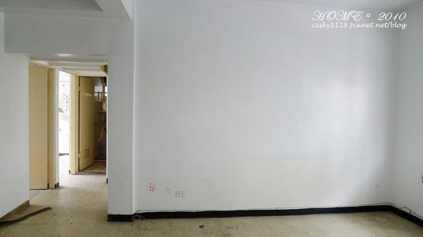 Living room-before-03.jpg