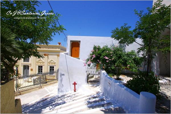 2010-Greece-Santorini-Megalochori 藍頂教堂-025.jpg