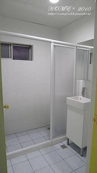Bathroom-empty-01.jpg