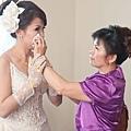 新娘笑不出來了...
