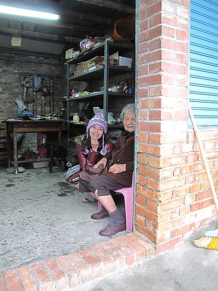 宜蘭民宿外閒晃遇到的婆婆