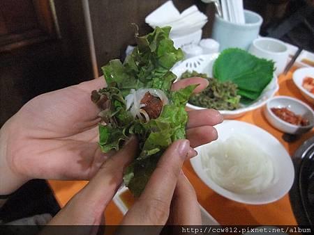 醃羅蔔絲泡菜+辣醬+牛肉+生菜