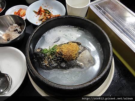 第一天晚餐-百濟蔘雞湯