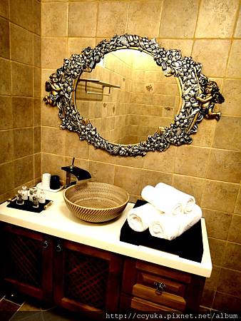 連鏡子也是很古典美