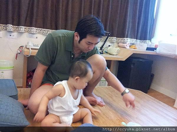 父子倆在玩什麼?