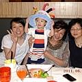 西堤慶生_戴帽子_20110625.jpg