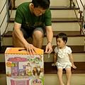 宗憲姨丈送的新玩具_期待_20110711.jpg