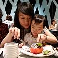 陶板屋_跟姑姑一起吃沙拉2_20110709.jpg