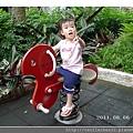 玩搖搖馬2_20110806.jpg