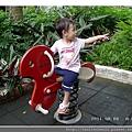 玩搖搖馬3_20110806.jpg
