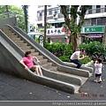 看大人溜滑梯2_20110806.jpg