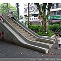 看大人溜滑梯_20110806.jpg