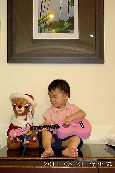 台中家_彈吉他3字_20110521.jpg