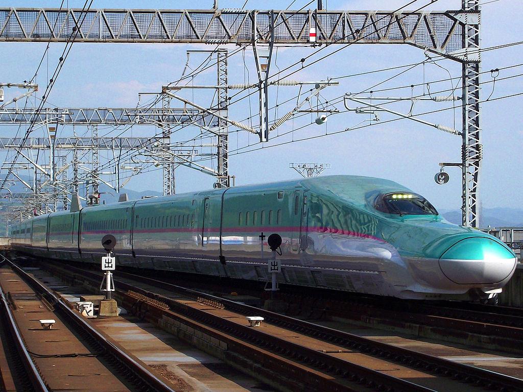 1024px-JR東日本E5系新幹線電車.JPG