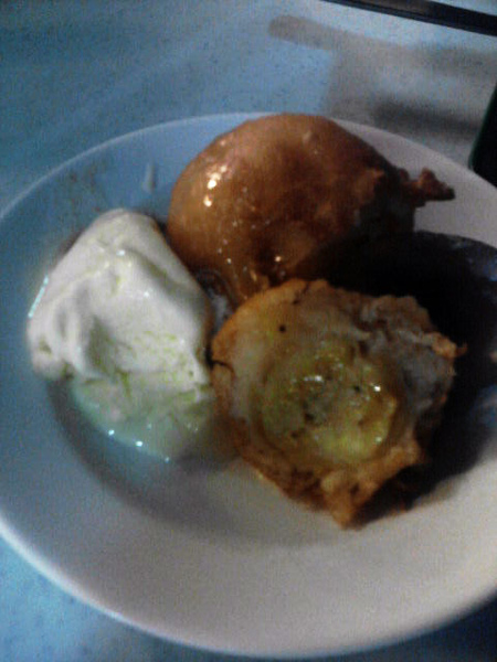banana fritter with ais cream.jpg