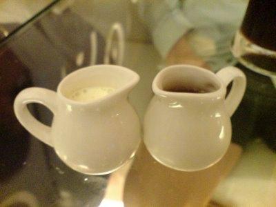 可愛的糖杯和奶杯