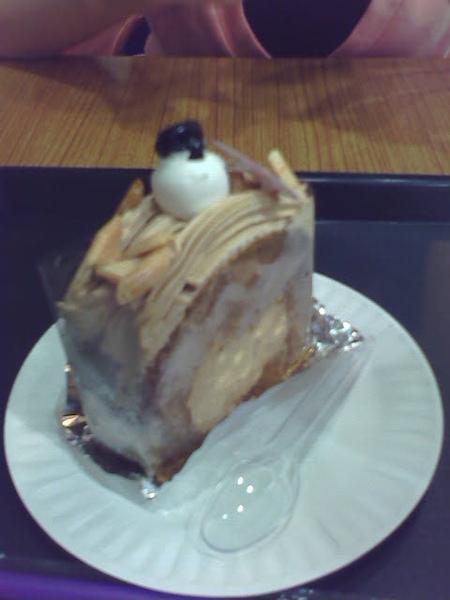 其實我們都不能吃蛋糕... 但是看起來好好吃...... .......