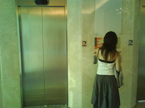 代表要去開會的電梯XD