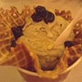 鐵觀音冰淇淋  -有茶香.. 比較不甜囉  我比較喜歡這種