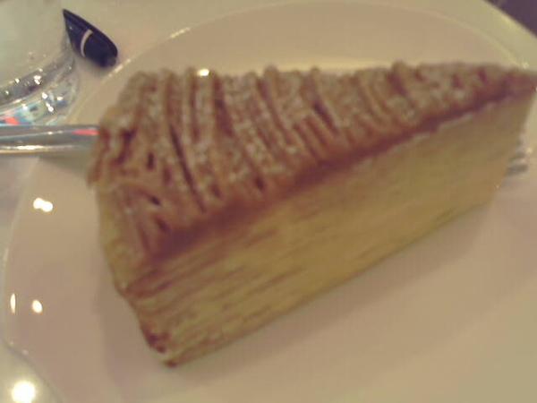 這家千層蛋糕很出名...要價不斐... 小小一片150大洋