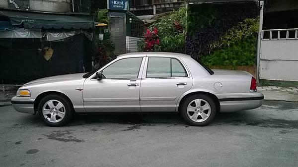 FORD CROWN VICTORIA (19)