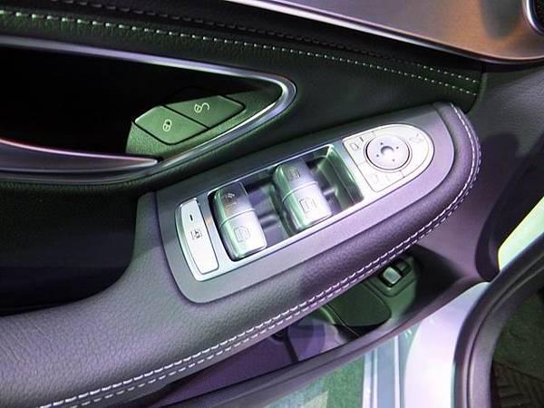 Mercedes-Benz W205 C-Class (15)