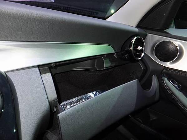 Mercedes-Benz W205 C-Class (29)