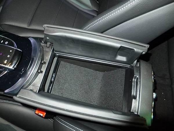 Mercedes-Benz W205 C-Class (28)