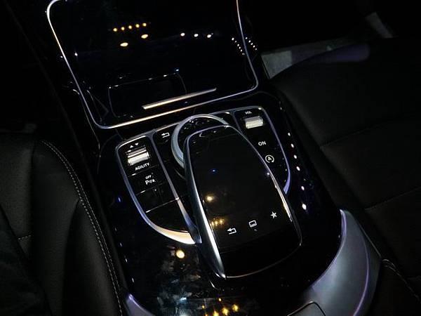 Mercedes-Benz W205 C-Class (26)
