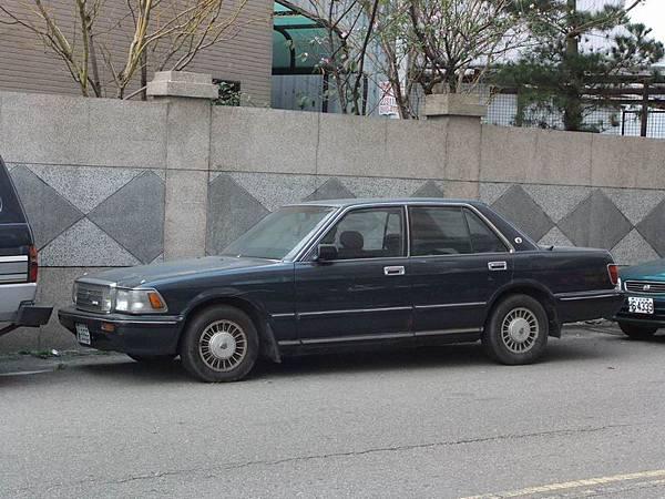 TOYOTA S130 CROWN  Sedan 3.0 RoyalSaloon (1)