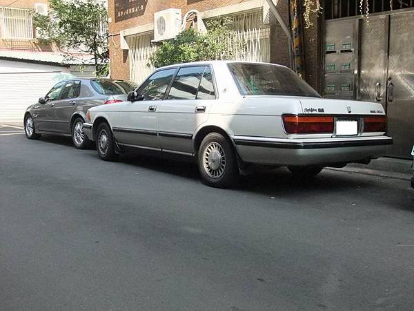 TOYOTA S130 CROWN Royal Saloon (10)
