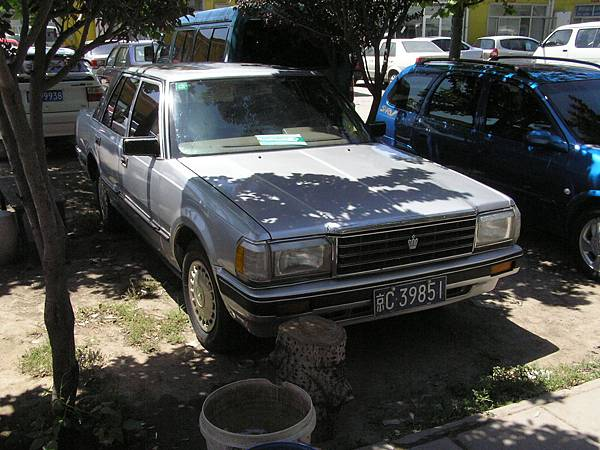 TOYOTA S120 CROWN Sedan SuperDeluxe (H1)