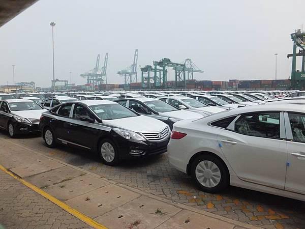 Hyundai AZERA 5G 天津港 (AB3)
