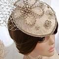 帽飾課作品之一,之前的樣本,有學生去英國拍婚紗,對於這款帽子鐘愛有加,所割愛出售,因為自己也很喜歡這款帽飾,所以又給自己做一頂了 **喜歡帽飾的同學,歡迎報名上課哦~
