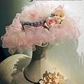 每一頂精美的「復古帽」都是由一塊塊布料經過、熨燙、裁剪、组型等多道工序制成 . 獨具匠心的帽飾都是我們用感情,用温度設計製造出來的 #純手工新娘復古帽飾開課囉! 歡迎報名上課,喜歡也請按讚或分享哦~ # 化妝造型培訓 #新娘手工飾品 課程諮詢:請加FB私詢, 或+886930510899 LINE ID :evon0120,(吳憶萌Evon老師) 或+886930860678 LINE ID:0930860678 (Ja son Wu老師) 更多資訊:官網:www.silvery.com.tw.jpg